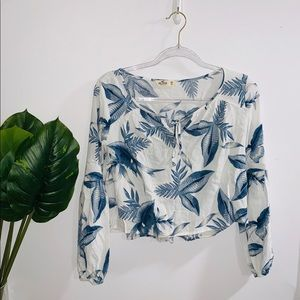 🦋 4/$30 Hollister Blue & White Floral Top Xs-S